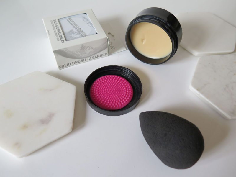 japonesque-solid-brush-cleanser-featured