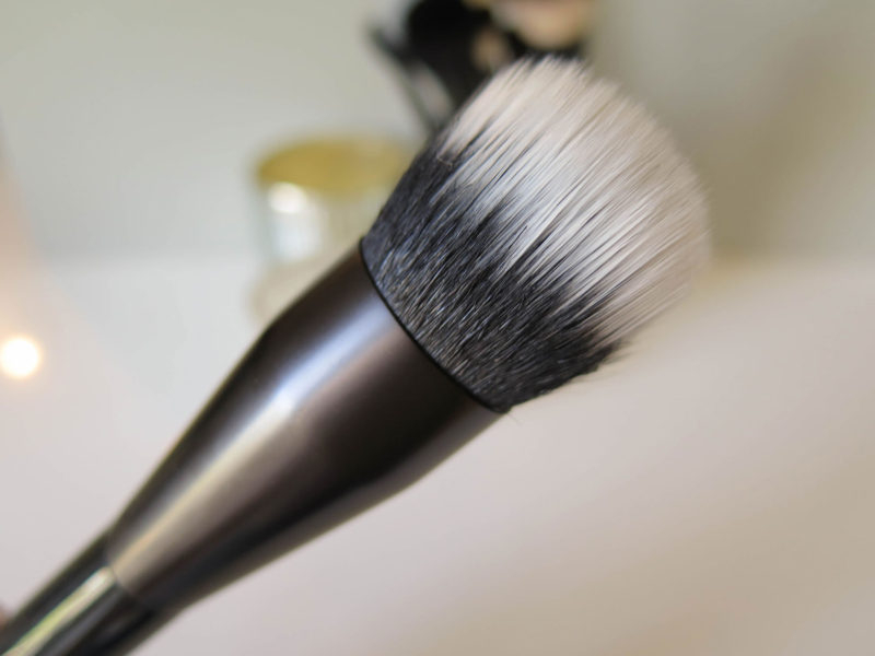 nyx-pro-duo-fibre-foundation-closeup
