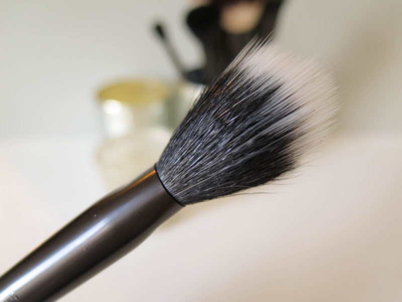nyx-pro-duo-fibre-powder-closeup-side